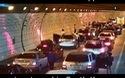 Phản ứng chuyên nghiệp, văn minh của các tài xế khi xảy ra tai nạn trong đường hầm tại Hàn Quốc