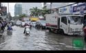 """Vừa chống chọi với mưa ngập """"kỷ lục"""", dân Sài Gòn lại điêu đứng vì triều cường giữa trưa"""