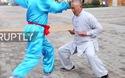 """Võ sư Kung fu thách thức mọi đòn đau vào """"chỗ hiểm"""""""