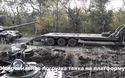 Lính Ukraine say rượu, lái tăng lộn chổng vó