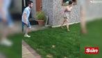 Cầu thủ nghiệp dư vào bóng khiến bạn gái ngã dập mông