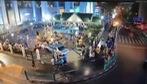 Xe lao vào đền ở trung tâm Bangkok