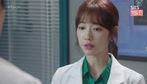 """""""Doctors"""": Hye Jung ghen thầm khi thấy thầy thân thiết với bạn cũ"""