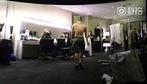 """T.O.P (Big Bang) lộ khoảnh khắc bán khỏa thân trong đoạn clip rò rỉ từ phim """"Big Bang Made"""""""