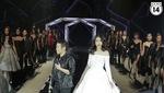 """Hoa hậu Mỹ Linh """"bất thình lình"""" trình diễn catwalk trong show của NTK Chung Thanh Phong! (P2)"""