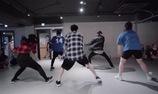 """Choreography vô cùng phấn khích trên nền nhạc """"The Lazy Song"""""""
