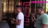 CĐV bị Ronaldo đẩy vì định chụp ảnh selfie