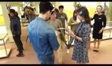 """""""W"""": Hậu trường cảnh hôn đầy tiếng cười của Lee Jong Suk và Han Hyo Joo"""