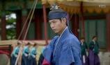 """""""Moonlight"""": Lee Yeong trổ tài bắn cung khiến người xem kinh ngạc"""