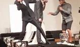 """Lee Kwang Soo làm """"trò lố"""" trong đám cưới của Myuk PD trong Running Man"""