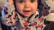 Em bé vỗ tay cười đáng yêu như thiên thần