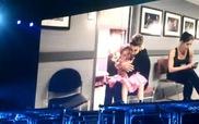 Justin Bieber khóc khi hát tặng Avalanna Routh, Belieber nhí 6 tuổi bị ung thư