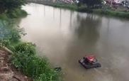 Bơm nước dưới kênh để chữa cháy công ty nệm Vạn Thành