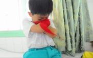 Nghị lực phi thường của cậu bé không chân tay