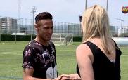 Neymar hào hứng với bức tượng sáp giống mình như đúc