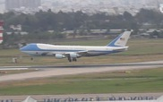 Đoàn xe của Tổng thống Obama tại sân bay Tân Sơn Nhất