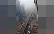 Giao thông hỗn loạn vì ngập đường ở Hà Nội