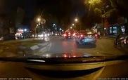 Ôtô đánh võng trên đường như xe máy