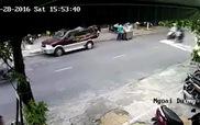 Hai thanh niên biến thành kẻ cướp giỏ xách trong 3 phút