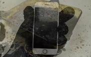 """iPhone 6s lại bị thử thách bởi """"bánh mỳ kẹp thịt"""" rồi nhúng vào a-xít cực mạnh"""