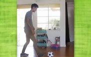 Này thì chơi bóng đá trong nhà