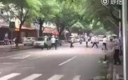 Lái xe máy bạt mạng vượt qua loạt cảnh sát