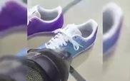 Đôi giày có thể đổi màu tùy theo nhiệt độ môi trường