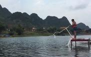 Lướt trên sông bằng xe đạp nước