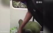 """Gọi người khác là """"quỷ đen"""", thanh niên Trung Quốc bị bạt tai"""