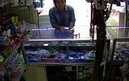 Trộm rổ đựng thẻ cào trong cửa hàng bán điện thoại