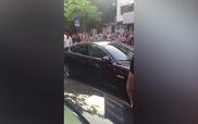 Nữ tài xế lái chiếc xe Range Rover đắt tiền đâm liên tiếp vào siêu xe Jaguar