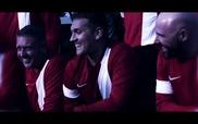 Fan Aston Villa làm video mừng Stiliyan Petrov trở lại sân cỏ