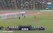 Sumana Salapphet kéo quần nhảy khiêu khích thủ môn U16 Australia