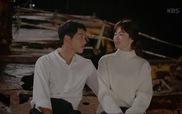 """""""Hậu Duệ Mặt Trời"""": Yoo Shi Jin, Kang Mo Yeon trao nhau nụ hôn sâu đậm"""