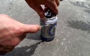 Sướng mê với chiêu hạ gục hàng chục con gián chỉ với lon bia cũ