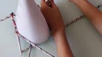 Làm cây thông bằng giấy báo cũ để trang trí mùa giáng sinh