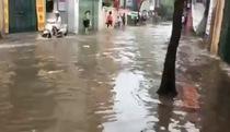 Clip: nước ngập tại Vũ Trọng Phụng