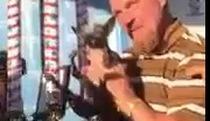 Chú chó xấu xí nhất thế giới được thưởng 1.500 USD