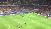 Các cầu thư và BLĐ tuyển Iceland ăn mừng phấn khích sau khi loại tuyển Anh