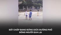 """Chuyện tình """"lâm ly bi đát"""" của 2 đứa trẻ thu hút sự chú ý của dư luận Trung Quốc"""
