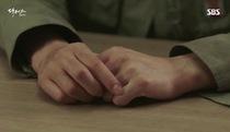 """Hé lộ đoạn trích Ji Hong chăm sóc Hye Jung trong tập 3 """"Doctors"""""""