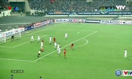 Vũ Minh Tuấn sút bóng trúng thủ thành ĐT Indonesia
