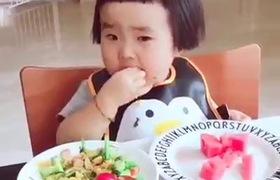 Bé 2 tuổi ăn dặm siêu nhanh
