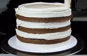 Cùng xem cách làm bánh kem nhiều tầng