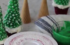 Làm bánh kem hình cây thông noel