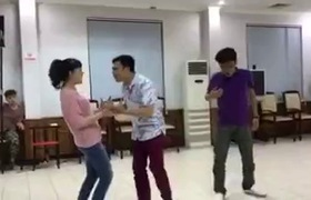 """Clip Tự Long, Vân Dung tập luyện cho """"Táo Quân 2017"""""""