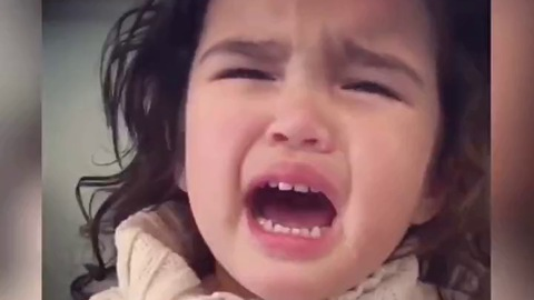 Cách dỗ bé yêu nhanh hết khóc là như thế này nhé!
