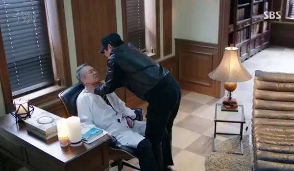 """""""Huyền thoại biển xanh"""" tập 19: Joon Jae đến kịp khi Ma Dae Young định hại bác sĩ"""