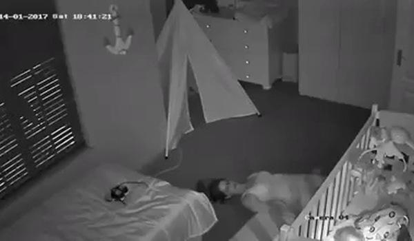 Trốn con ra khỏi phòng