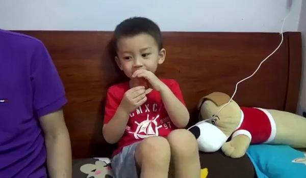 """Bé Nguyên Hoàng hát """"Duyên phận"""" cùng bố mẹ"""